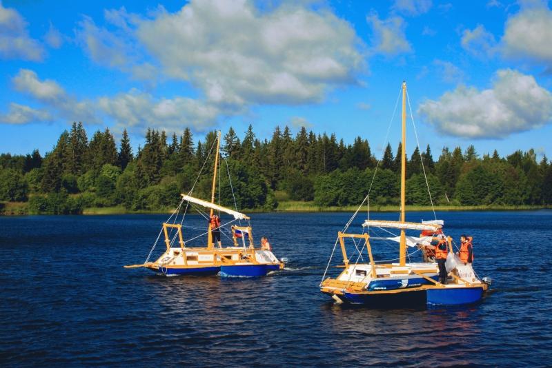 Современные тримараны для туристов - хаусботы