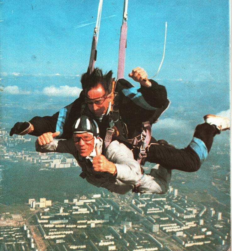 В небе над Москвой ветеран ВОВ генерал Халутин А.И. 1994г.Воздушный парад в Тушино.