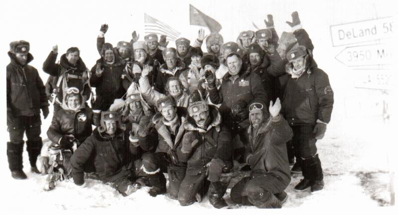 Участники первой международной парашютной экспедиции на Северный полюс. 1991г.