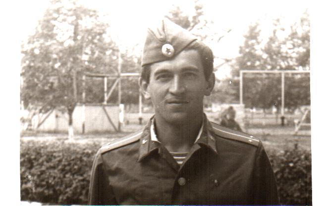 Сергей Потехин- слушатель ВКШ при ЦКВЛКСМ на военных сборах в  одной из частей  ВДВ. 1976г.