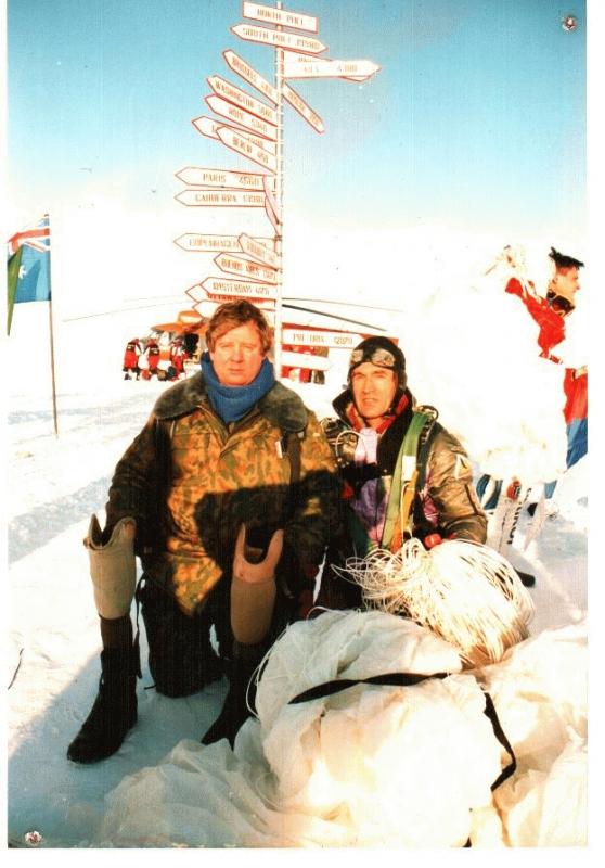 После приледнения на Северном полюсе инвалид войны в Афганистане Валерий Радчиков и Сергей Потехин.